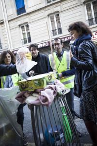 Le maire socialiste du dixime arrondissement de Paris, RŽmi FŽraud, se joint ˆ lÕinitiative CLEAN-UP DAY, une initiative citoyenne mise en place par lÕassociation Demain La Chapelle. Le but de lÕaction est de montrer que la propretŽ est lÕaffaire de tous dans un quartier, comme de nombreux autres ˆ Paris, en proie ˆ une saletŽ grandissante notamment liŽe au nombre croissant dÕincivilitŽs. Photo (c) Ed Alcock / M.Y.O.P. 10/10/2015